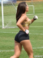 Andrea-Calle-Stretching-in-Tight-Workout-Shorts-in-Miami-07-435x580