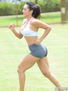 Andrea-Calle-Sweaty-Work-Out-at-a-Park-in-Miami-02-435x580