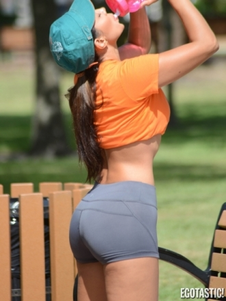 Andrea-Calle-Stretches-Before-Her-Workout-in-Miami-02-435x580